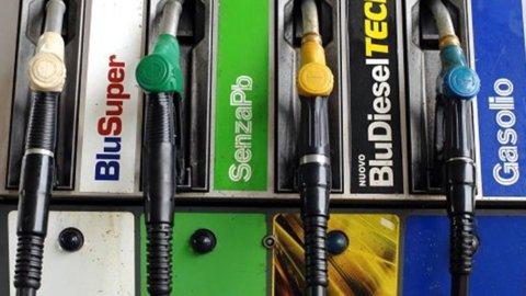"Benzina, l'Ue all'Italia: ""Via la tassa regionale"""