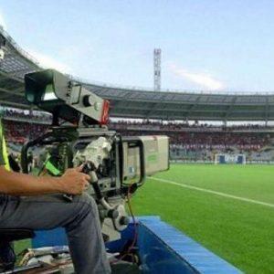 Diritti tv: c'è l'accordo fra Lega, Mediaset e Sky. Ma è al ribasso