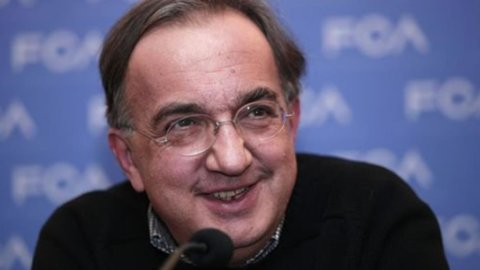 Via libera dell'assemblea del Lingotto alla fusione Fiat-Chrysler: nasce Fca, con i cinesi al 2%