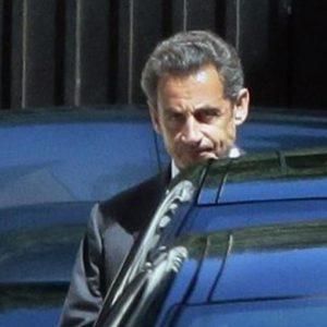 """Francia, Sarkozy attacca i giudici e annuncia: """"Tornerò in politica"""""""