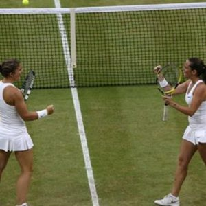 Tennis, Errani-Vinci nella storia: prima vittoria azzurra a Wimbledon. E ora Federer cerca l'ottava