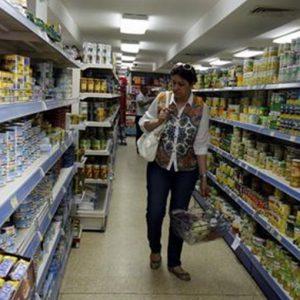 Rapporto Istat: le famiglie spendono il 2,5% in meno