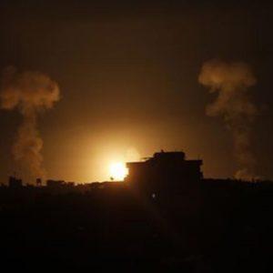 Medio Oriente – Israele sotto attacco, pronta la risposta: raid contro Gaza, almeno 15 morti