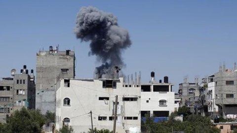 """Peres: """"Stop ai razzi o invadiamo la Striscia di Gaza"""". Abu Mazen: """"E' un genocidio"""""""