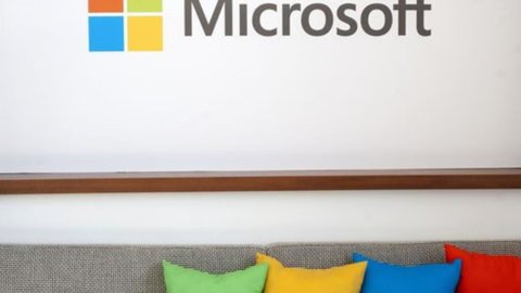 Microsoft: previsti 7.800 tagli nel 2015