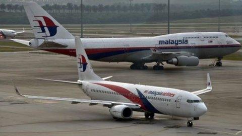Ucraina, precipita aereo Malaysia: forse colpito da missile russo (ma Mosca nega), 295 morti