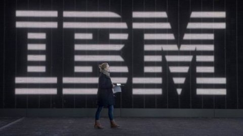 Ibm batte le attese, ma il titolo cala nell'after-hours a Wall Street