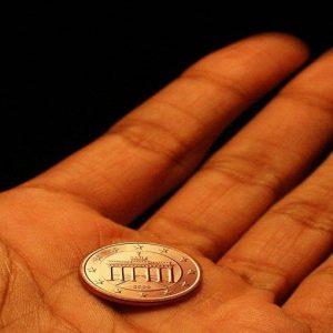 Versamenti bancari in contanti, in arrivo nuova tassa