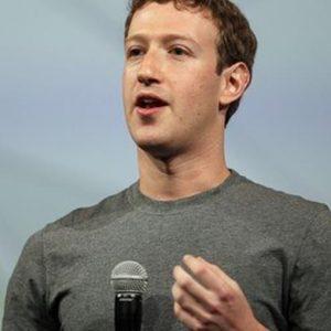 Facebook: Zuckerberg lancia la sfida: leggere due libri al mese