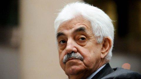 Carige: si dimette il presidente Tesauro, titolo giù