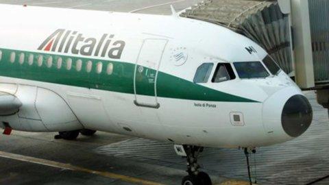 Alitalia, oggi vertice decisivo sindacati-governo
