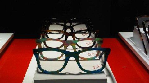 Luxottica in Giappone compra il produttore di occhiali d'oro