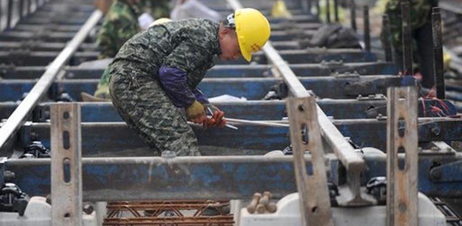Di Maio, non solo Ilva: 180 mila operai in bilico