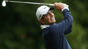 Francesco Molinari gioca a golf