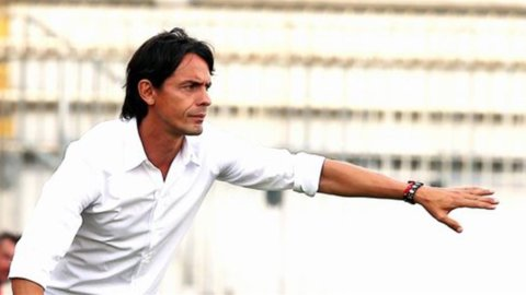 CAMPIONATO SERIE A – Il Verona beffa il Milan e Inzaghi traballa. Roma cerca il riscatto col Chievo