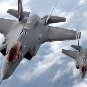 """La Camera al Governo: """"Dimezzate il budget per gli F35"""""""