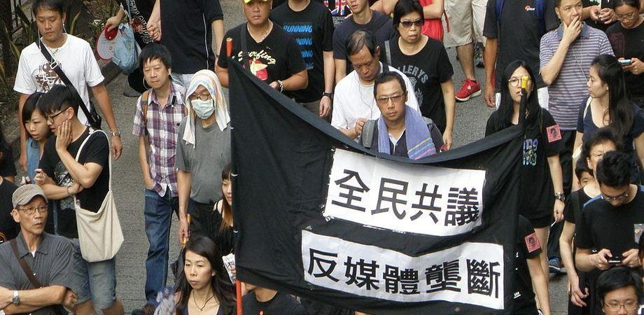 cc27d7291e Hong Kong fa tremare i mercati e affonda il lusso, oggi occhio  all'inflazione. S'accendono nuovi focolai di tensione nel mondo. Le Borse  frenano in Asia ...
