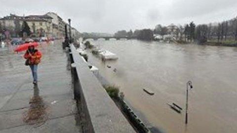 Maltempo: due morti in Lombardia, fa paura la piena del Po