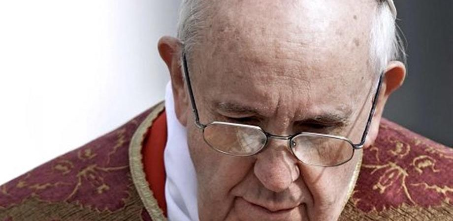 "Chiesa, Papa: ""Basta chiedere soldi per i sacramenti"""