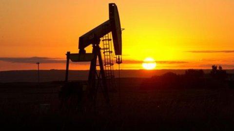Borsa: spread e petrolio fanno sbandare Piazza Affari