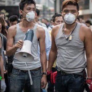 Hong Kong: leader Occupy Central si consegnano a polizia