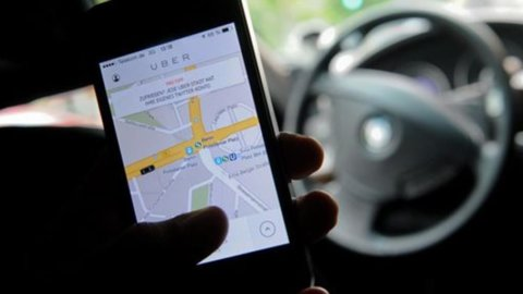 """Uber, Corte Ue: """"È un servizio di trasporti, va regolamentato"""""""
