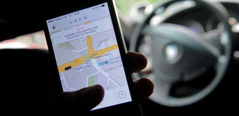 """Uber, Londra mette l'app al bando: """"Non è sicura"""""""