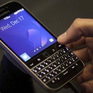 BlackBerry rivede l'utile, ma non le vendite