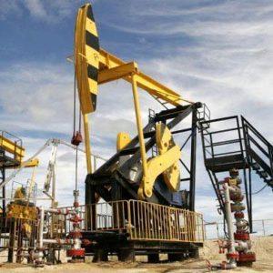 Il petrolio vola dopo il colloquio Trump-Putin e infiamma le Borse