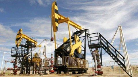 Il petrolio schiaccia le Borse. Giù Eni, spread a 250