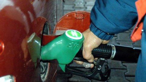 Prezzo del petrolio in caduta: chi vince e chi perde