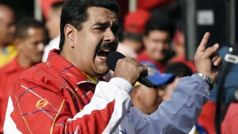 Venezuela, Maduro chiude Parlamento?