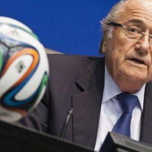 """Caso Fifa, Platini attacca Blatter: """"Dimettiti"""". Lui: """"No, è troppo tardi"""""""