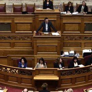 Grecia, Tsipras sfida l'Europa e chiede un prestito-ponte