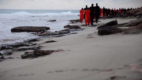 L'Egitto bombarda l'Isis in Libia