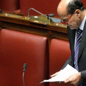 Pd, Bersani: sfida finale a Renzi, non andrà all'incontro di oggi. Il premier medita il blitz