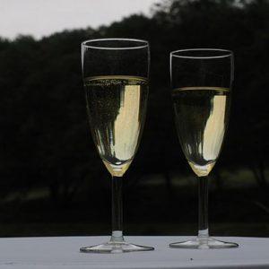 Storico sorpasso: lo spumante batte lo champagne