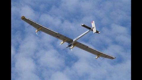 Solar Impulse 2, il primo aereo a impatto zero che farà il giro del mondo in 5 mesi