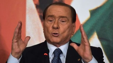 """Berlusconi: """"Via il Jobs Act"""". Ma Renzi: """"Lo dica agli imprenditori"""""""