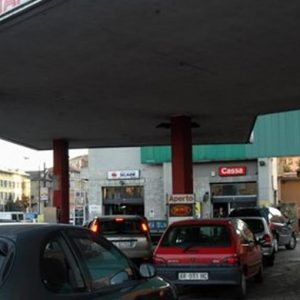 Antitrust striglia le Regioni: distributori carburanti aperti h24, adeguatevi