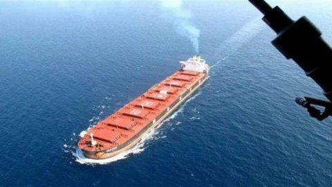 Il petrolio vola per le sanzioni anti-Iran di Trump