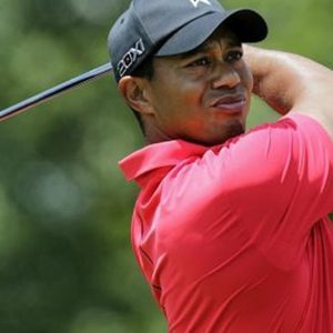 Golf, Tiger Woods chiude il Desert Swing
