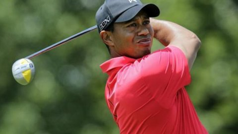 Golf, Tiger insegue i Playoff