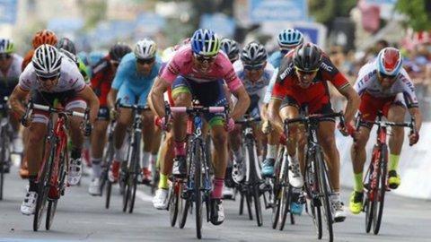 Giro d'Italia: Gilbert batte tutti, Contador allunga su Aru