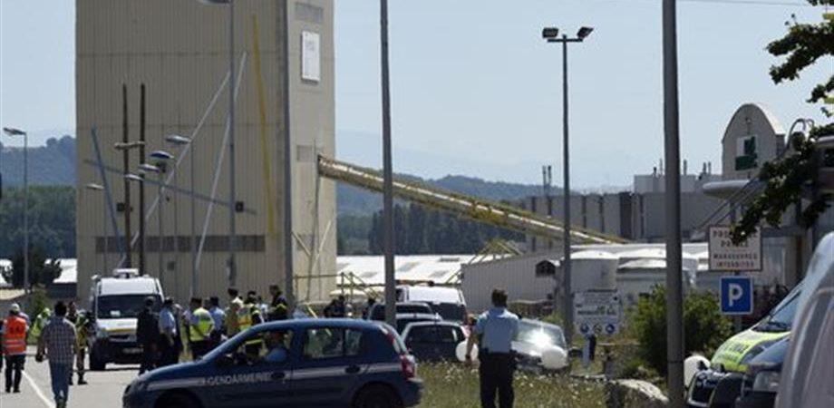 Attentato in Francia: un decapitato e esplosione gas
