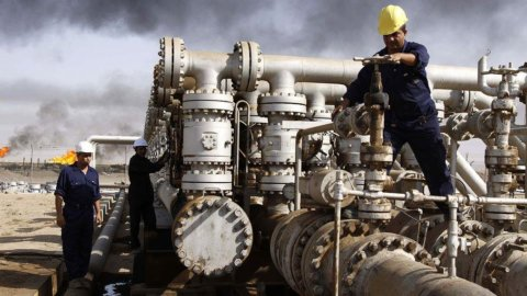 L'Iran fa volare il petrolio, la Borsa fa l'esame a Tim