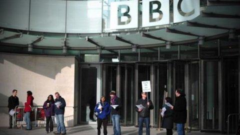 Riforma BBC: 11 anni di canone, ma cda più indipendente