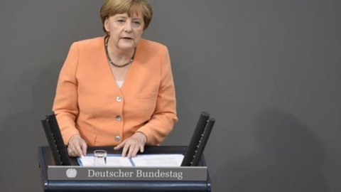 Grecia, domani niente Eurogruppo ma vertrice Hollande-Merkel