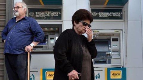 Atene: prelievi bancomat limitati a 60 euro, mezzi pubblici gratis per tutti