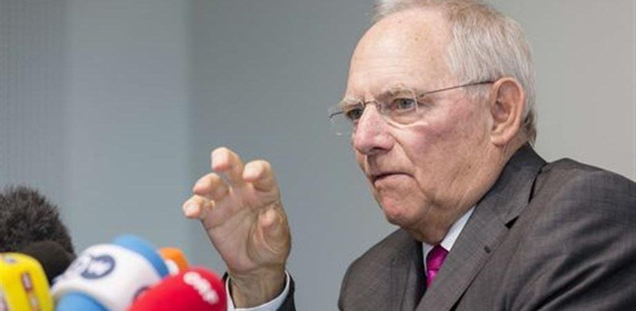 Schaeuble propone una Grexit per 5 anni. Stop della Ue